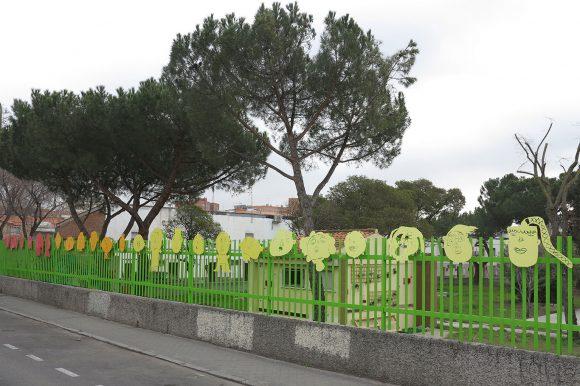 Autocole en la valla del Manuel Núñez